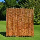 Zaun und Sichtschutz aus Weide und Haselnuss